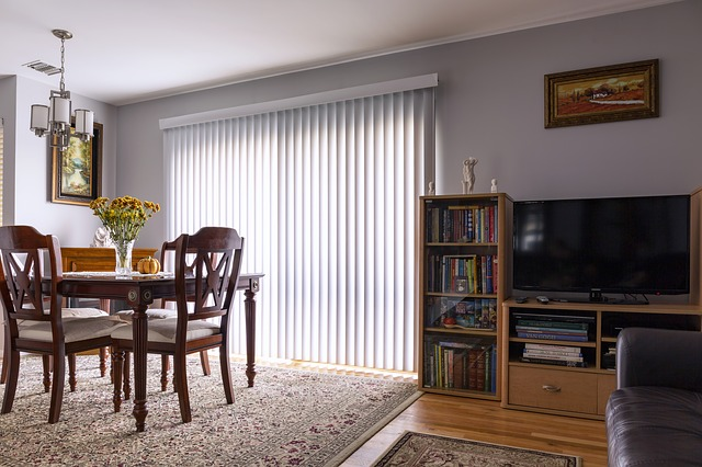 clean venetian blinds